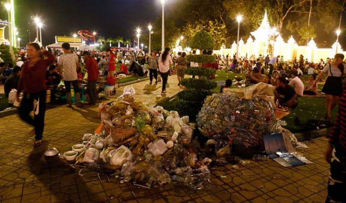カンボジア、スーパーマーケットでのビニール袋が有料に