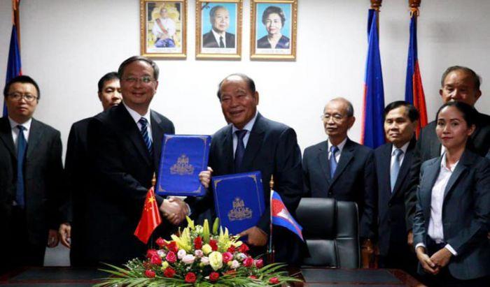 カンボジア・中国、感染症拡大防止の覚書に署名