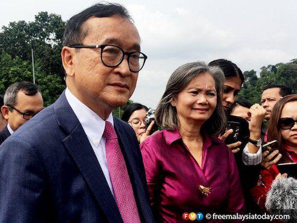 フンセン首相の政敵、マレーシア到着 帰国目指す