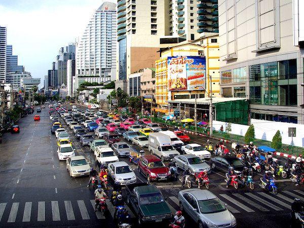 タイ、全ての外国人に陰性証明書と医療費の補償証明の提示義務付け、実質入国困難に