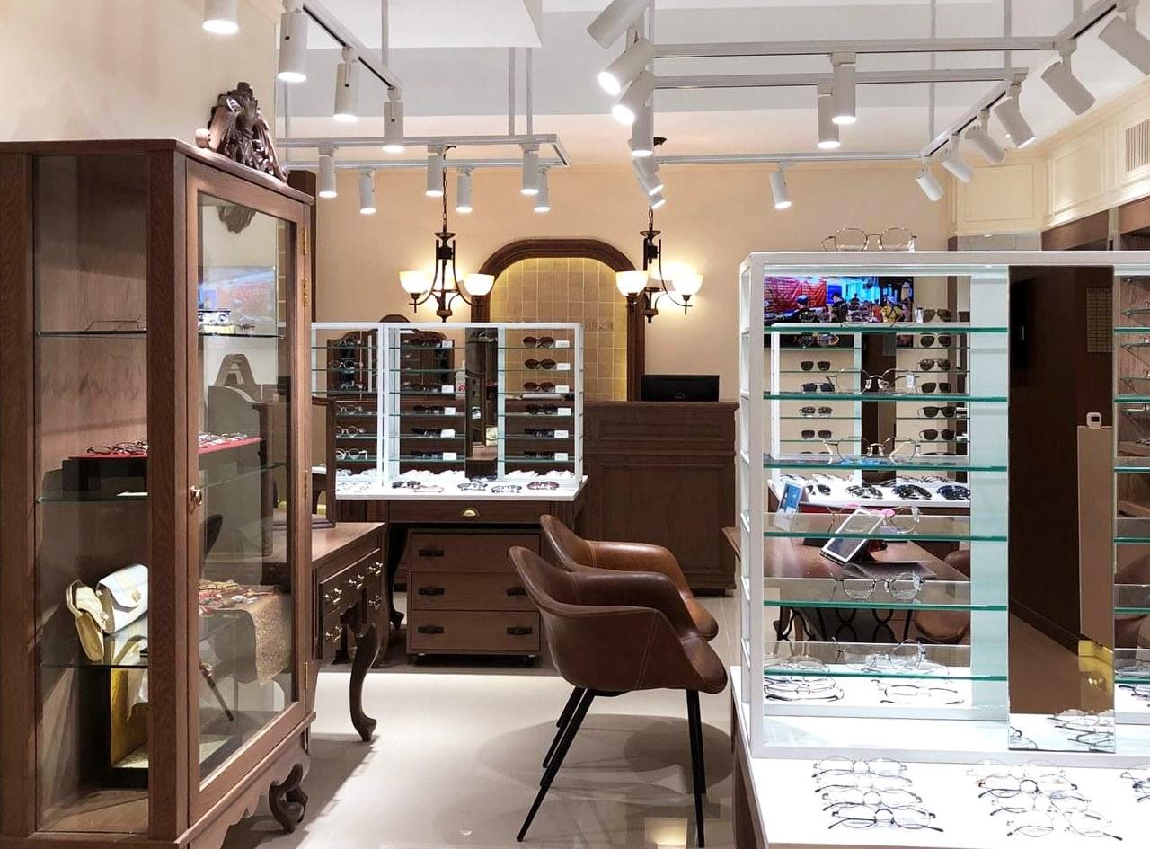 プノンペンに日系眼鏡店「パリミキ・メガネ」がオープン!