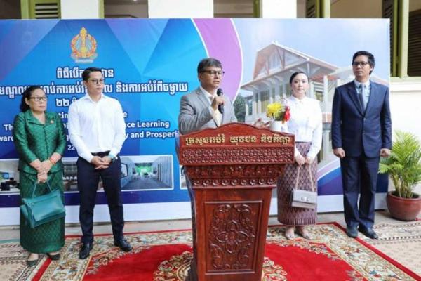 カンボジア:学校再開を年末まで延長か