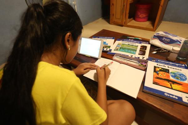 カンボジアの私立学校、収入減少で打撃