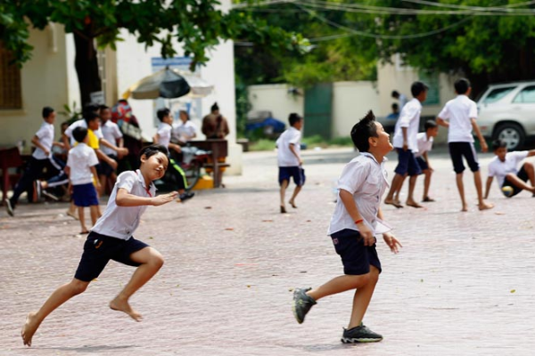 カンボジア:8月から段階的に学校再開へ