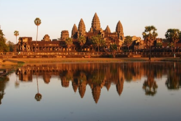 茂木外相、カンボジアなど4ヵ国訪問へ 人の往来再開などで意見交換