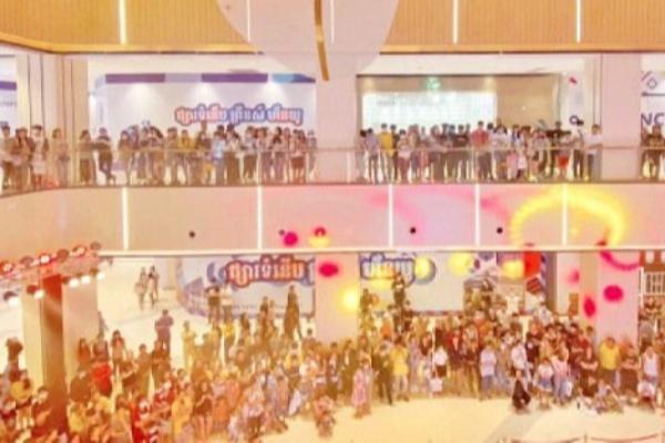 シアヌークビルに大型商業施設「プリンスモール」がソフトオープン