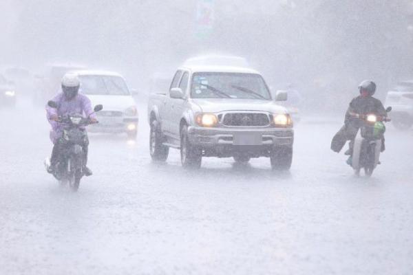 カンボジアにさらに台風2つ直撃か、洪水被害拡大の懸念