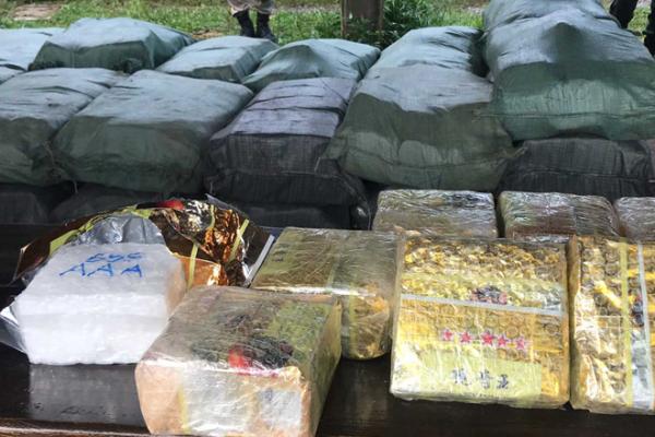 カンボジアで薬物2トン押収、台湾人4人を拘留