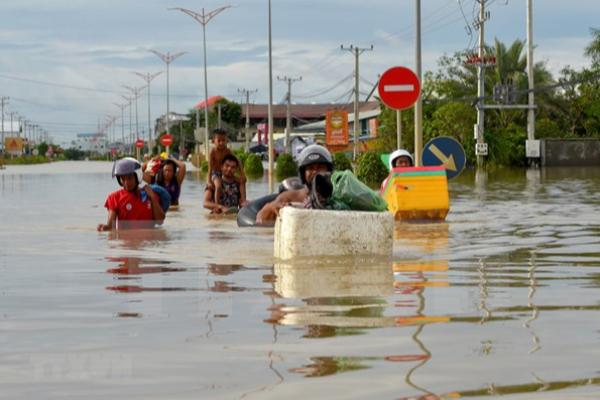 カンボジアで洪水被害拡大、アメリカは10万ドル支援表明