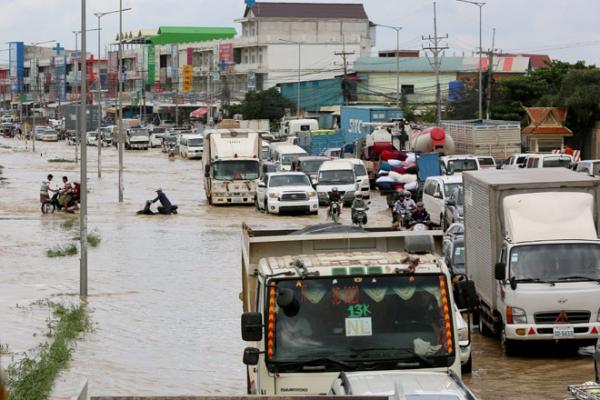 カンボジア大雨・洪水被害、長引けば物流に影響も