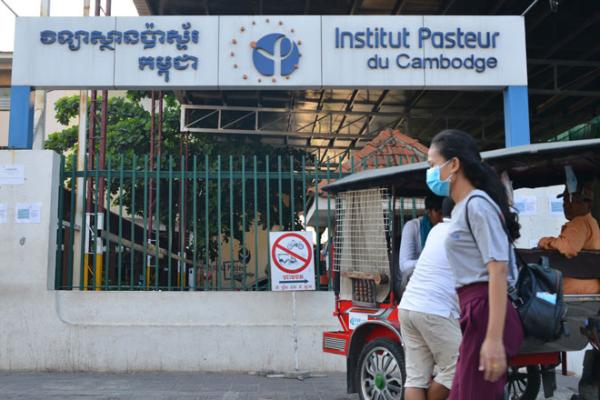 ハンガリー外交団を護衛のカンボジア人がコロナ感染、学校も閉鎖に