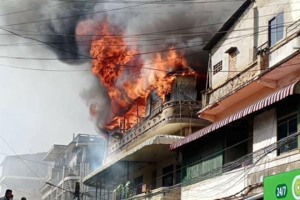 プノンペンで火災、女性とその息子2人が重傷