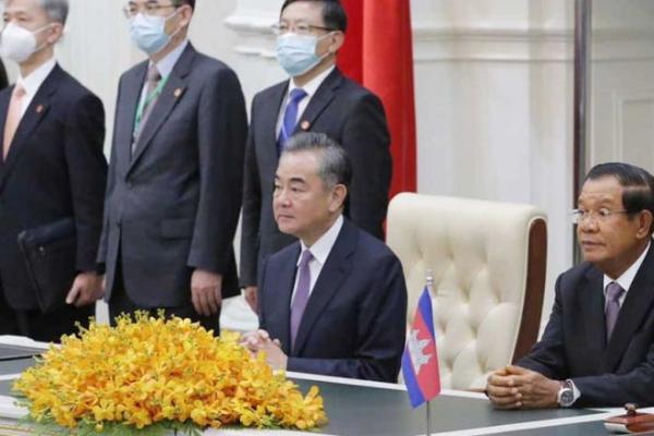 カンボジア、中国からワクチン100万回分受入へ 首相も接種の方針