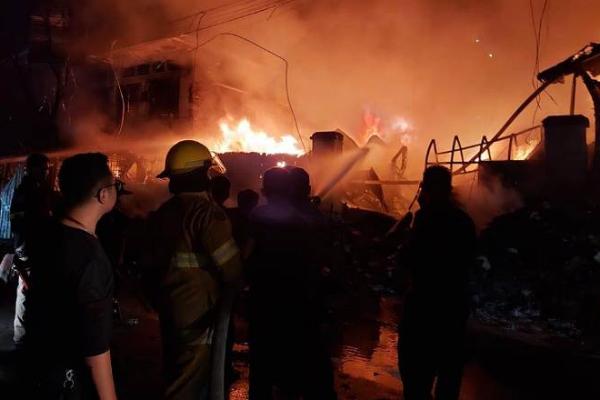 ボンケンコンで火災、2人死亡