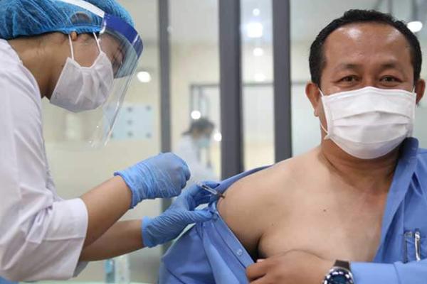 カンボジアでワクチン接種進む、軍関係者など3.7万人