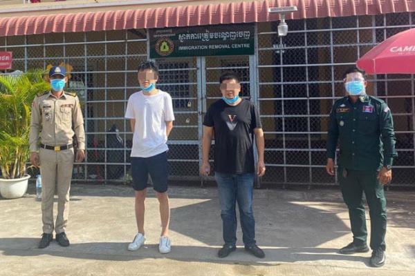 医師と偽り移動試み、中国人男性2人を拘束