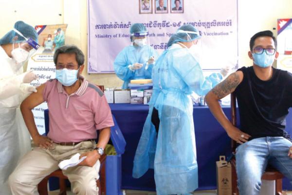 カンボジア:2か月で国民の8%がワクチン接種