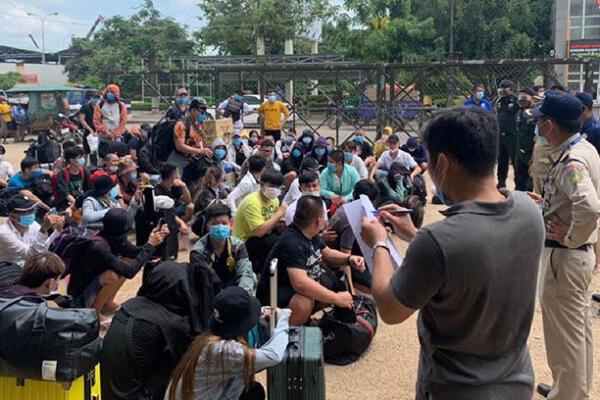 カンボジア、ベトナム人106人を国外追放 不法入国で