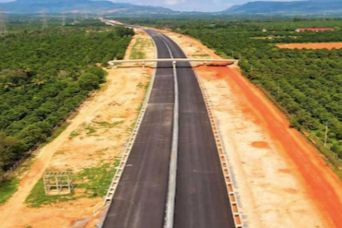 プノンペンーシアヌークビル高速道路、51%が完成