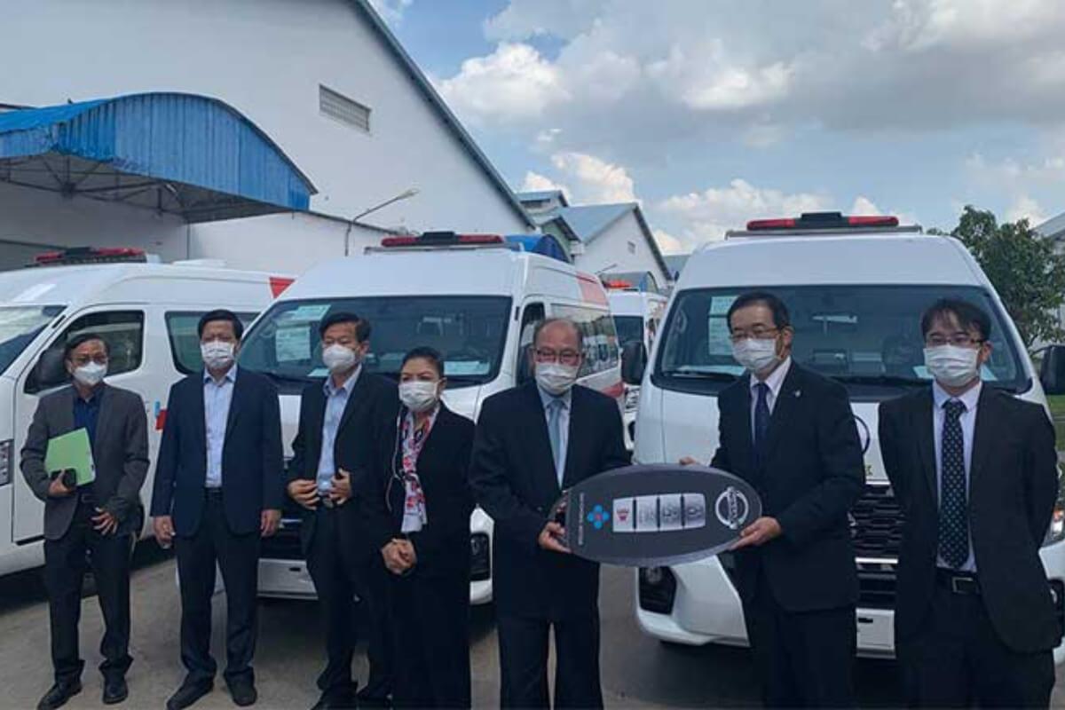 日本、カンボジアへ救急車30台を寄贈