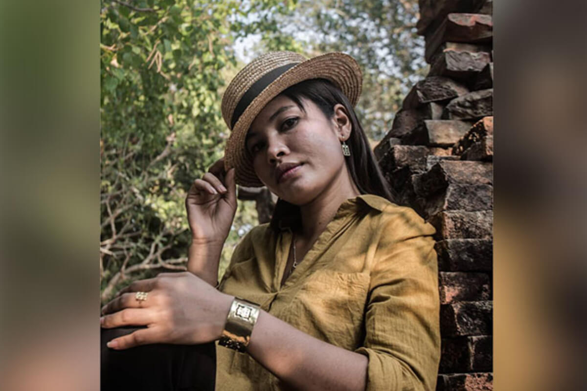 カンボジア人アーティスト、戦争残存物をアクセサリーに