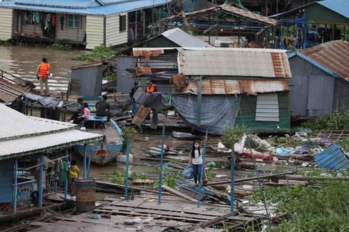プノンペンの水上住宅立ち退き要請、当局は1300棟を解体