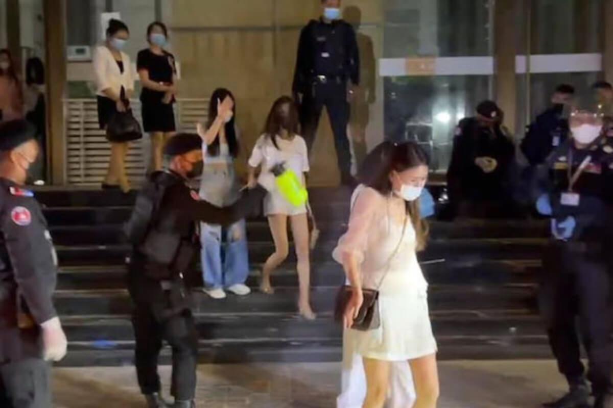 プノンペンのコンド内KTVで取締り、中国人など100人以上を逮捕