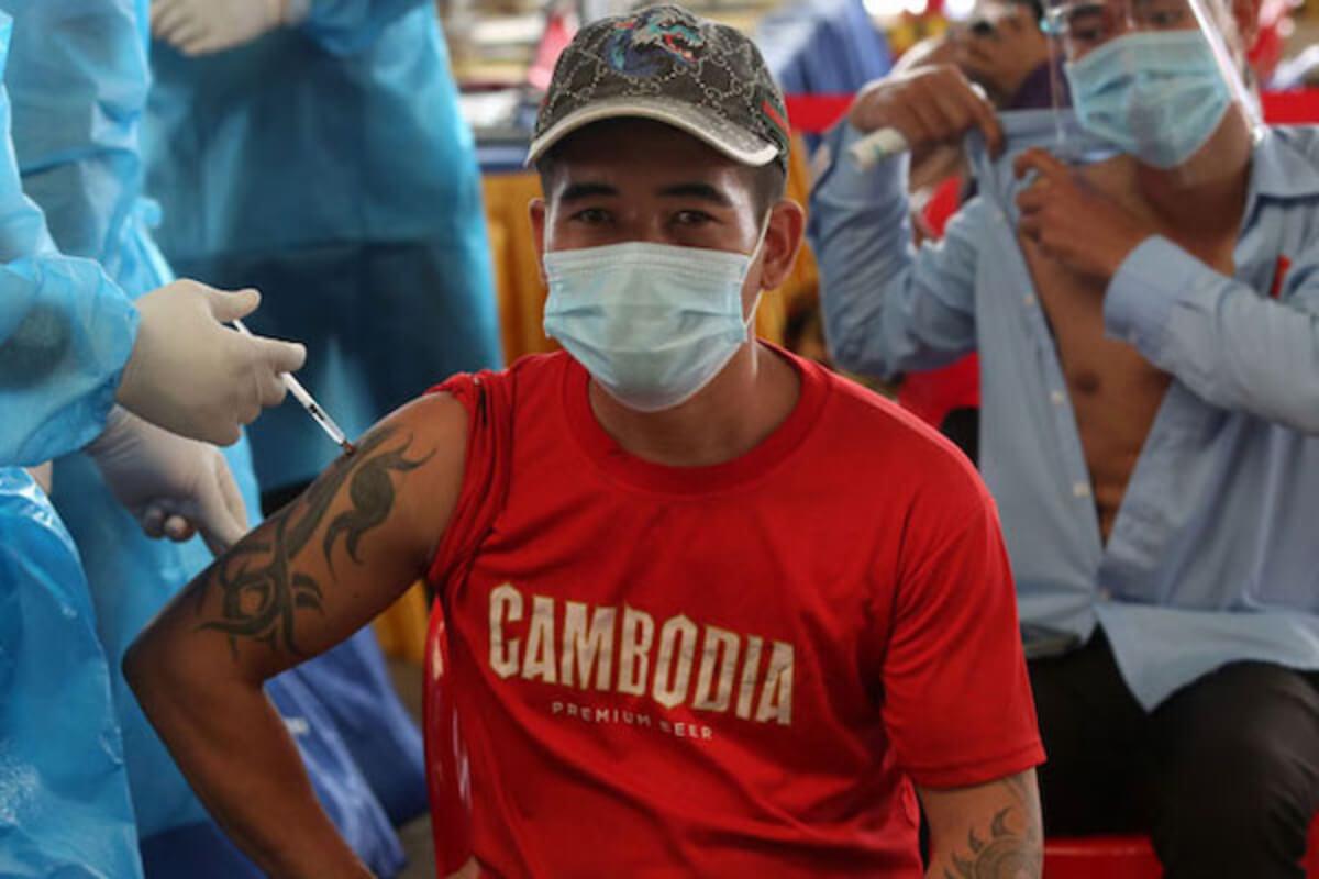 カンボジア:新型コロナのワクチン接種率、目標の約80%に