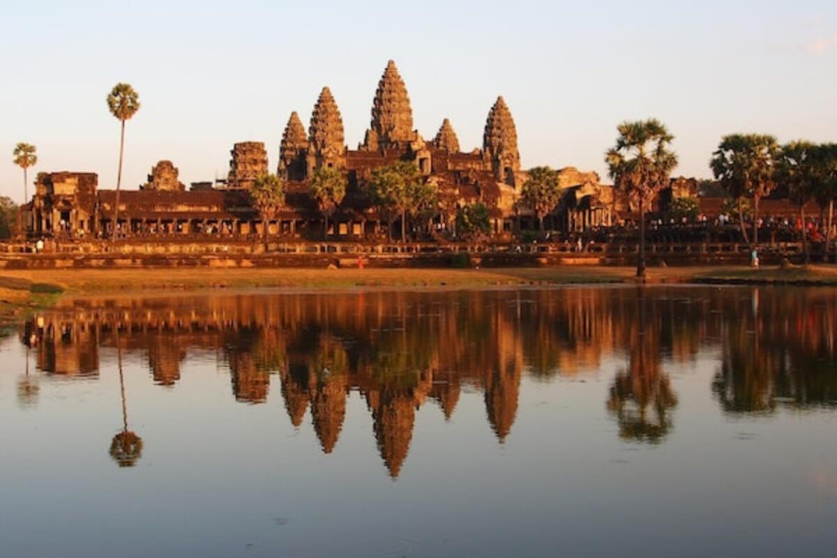 カンボジア、ワクチン接種済の観光客受け入れを検討 11月から