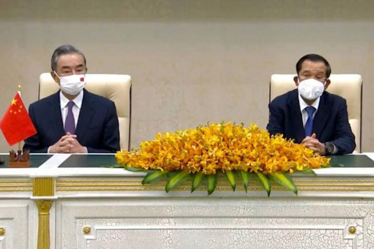 中国外相がカンボジア訪問、融資支援やワクチン供与など表明