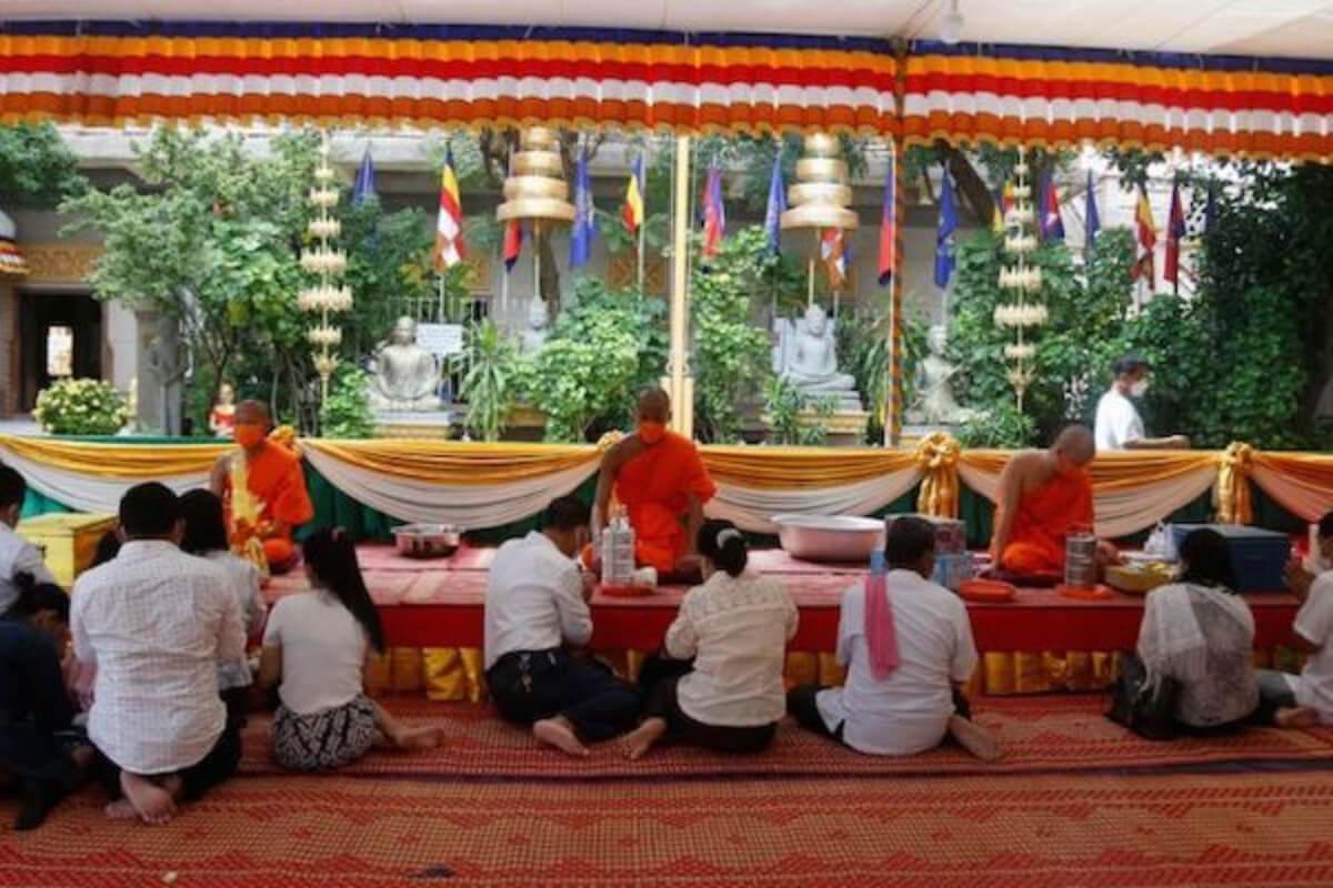プチュンバンのお祝いを中止、感染爆発懸念で:カンボジア