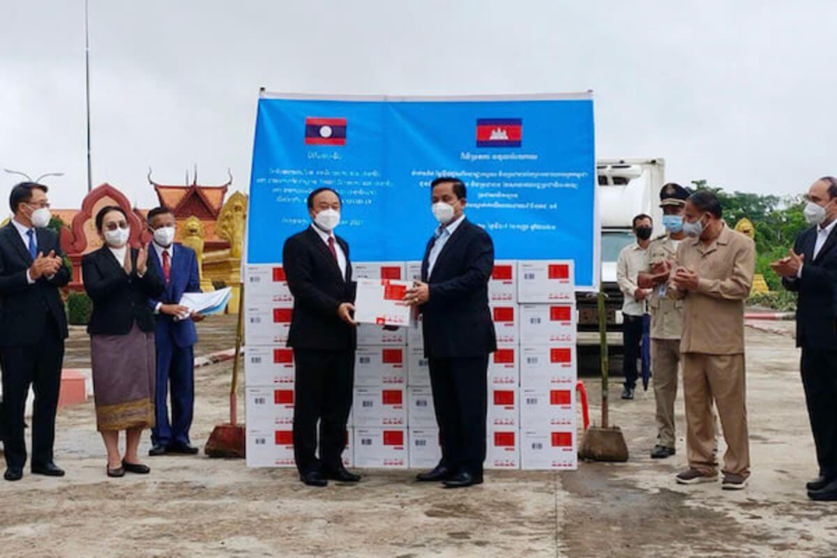 カンボジア、ラオスにシノバック社製ワクチン20万回分を供与