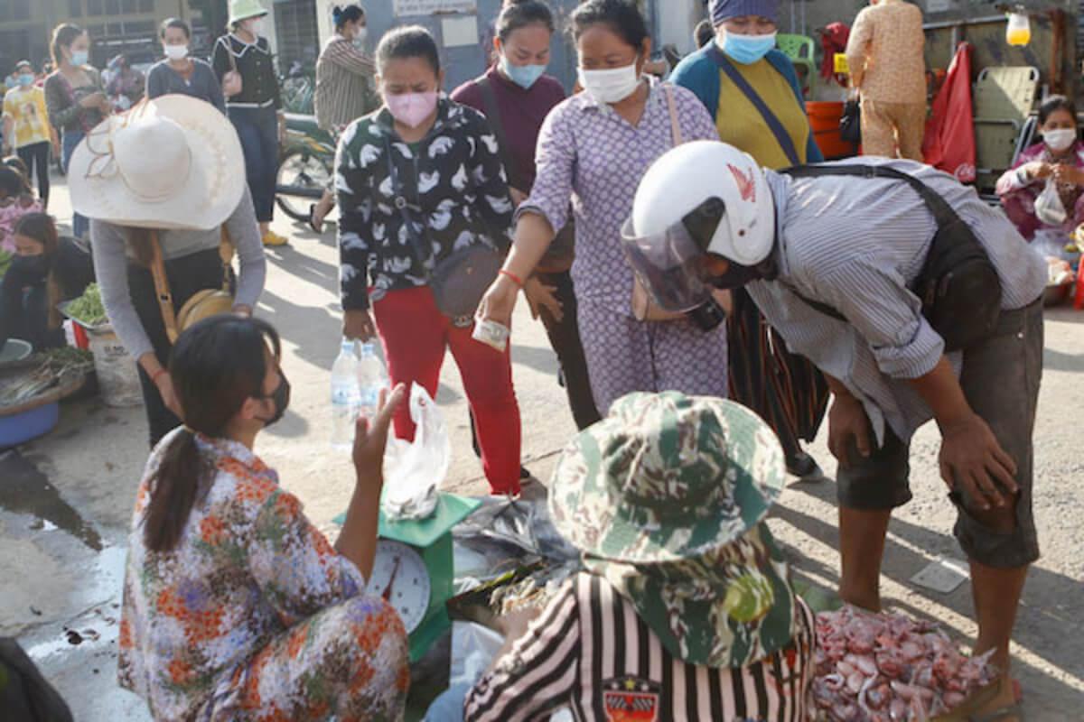 カンボジア:縫製・製靴業の最低賃金を2ドル引き上げ
