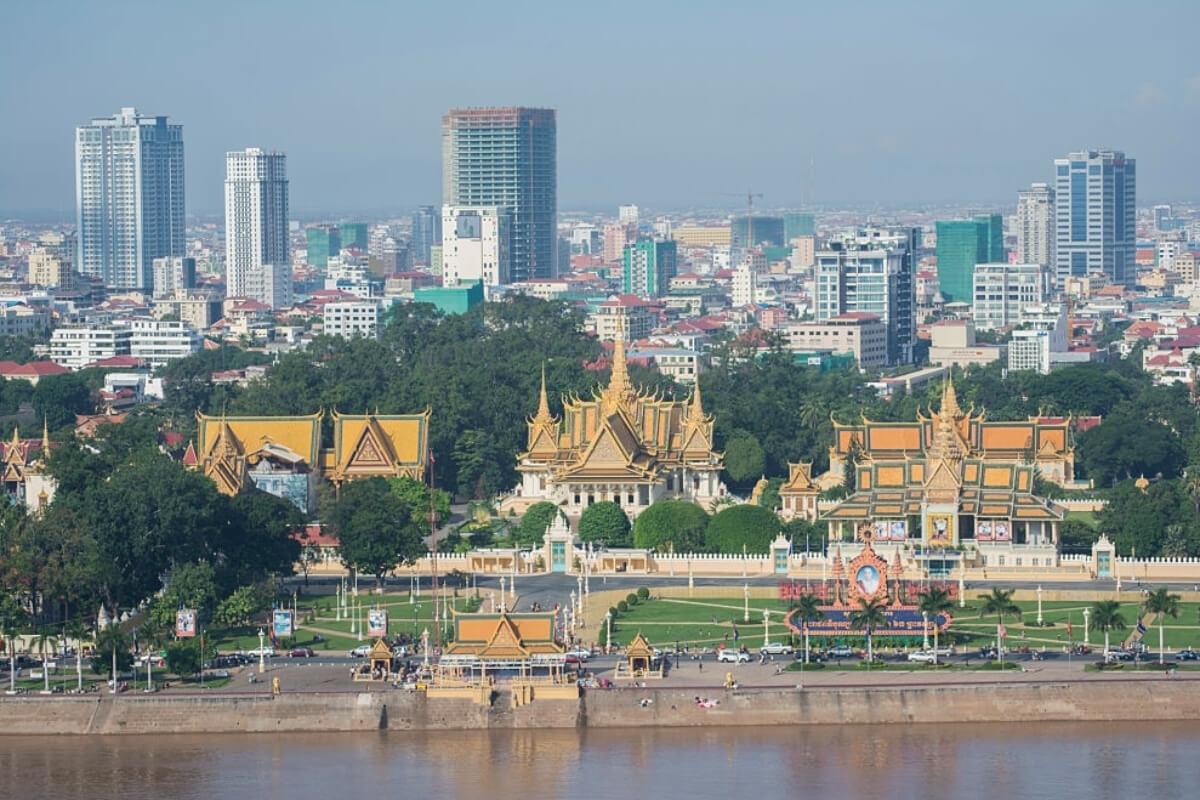 カンボジア、新規感染者数が激減、フンセン首相が検査数の減少指示か