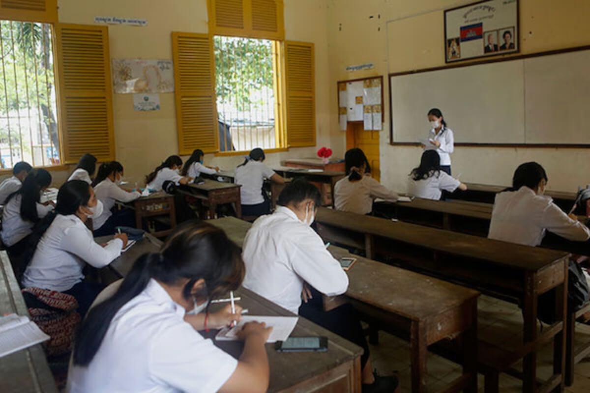 カンボジア、全国で学校再開へ 11月1日から