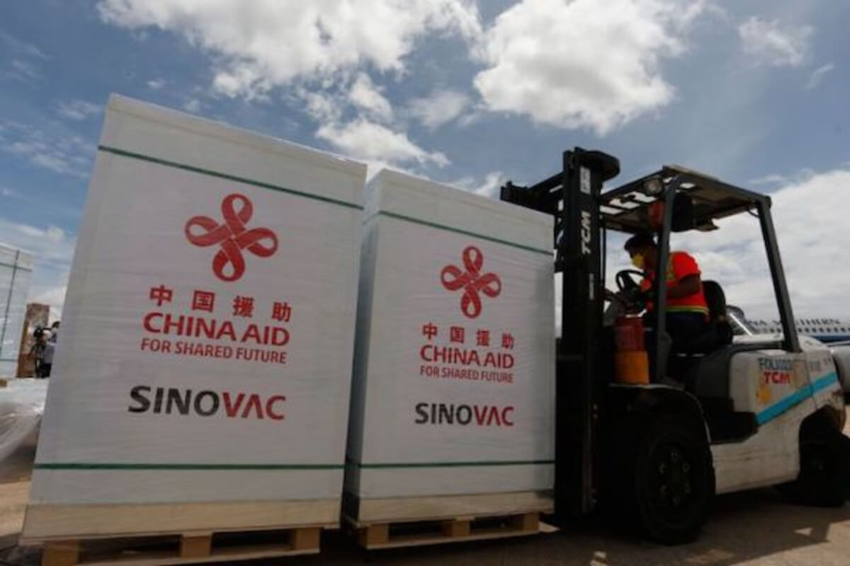 シノバック社製ワクチン12万回分がカンボジアへ到着