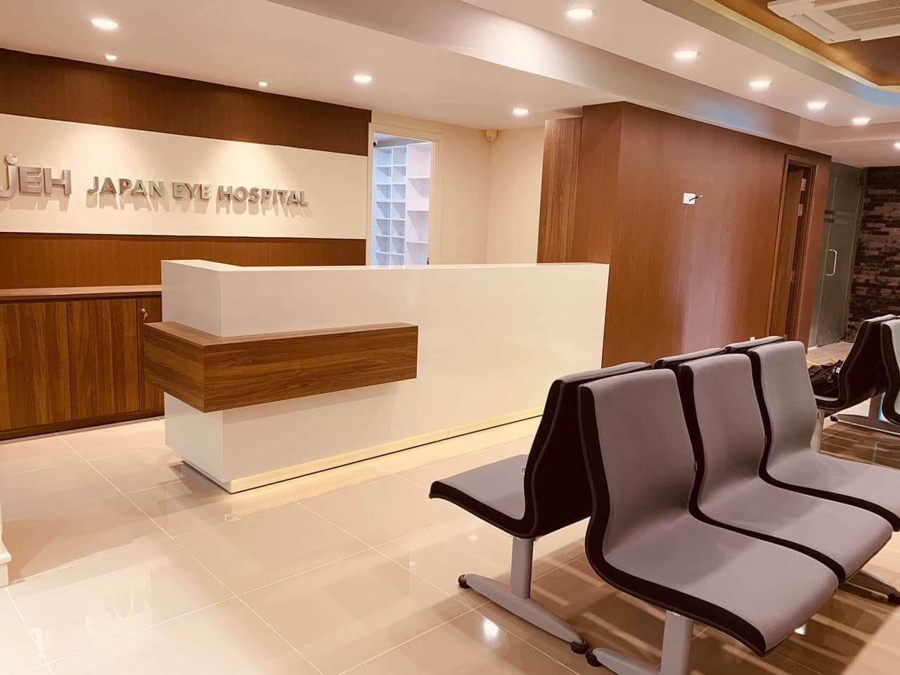 Japan Eye Hospital & パリミキ・メガネ