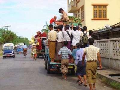 ミャンマーのロンジーってなに? 服の着方や日本人経営の販売店を紹介