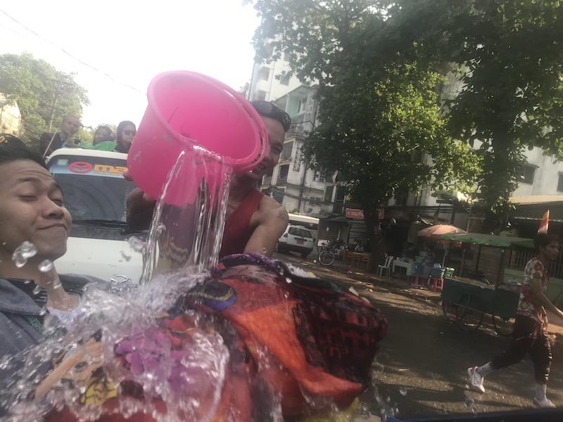 ミャンマーの水祭りを現地スタッフが体験!【2019】