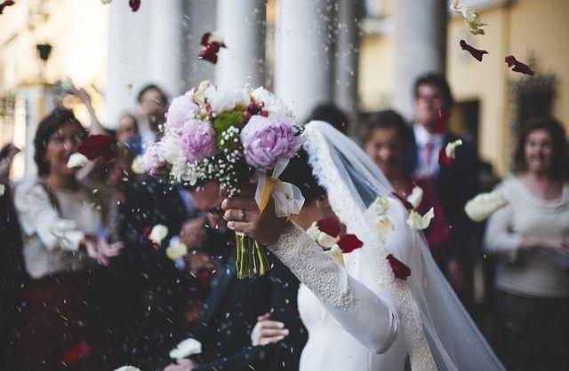 ベトナムの結婚式ってどんな感じ!? ご祝儀の相場や参加する時の服装などについても紹介