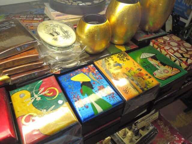 ホーチミンでお土産はどこで買う⁉ ばらまき用お菓子やTシャツなどが買える場所を紹介