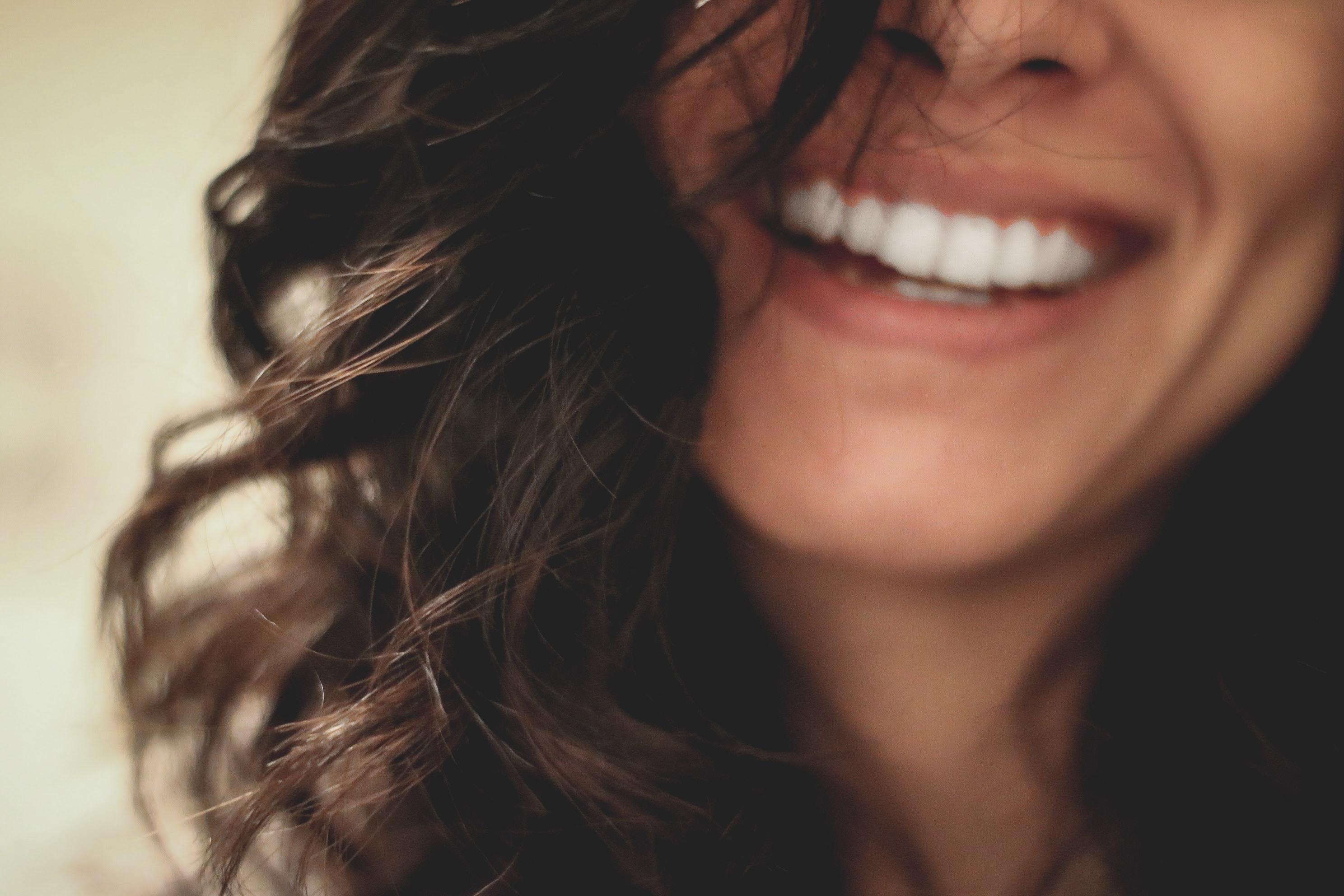 ホーチミンで歯の着色が付きやすい原因は?|ホーチミンの歯医者【ありが歯科】が解説!