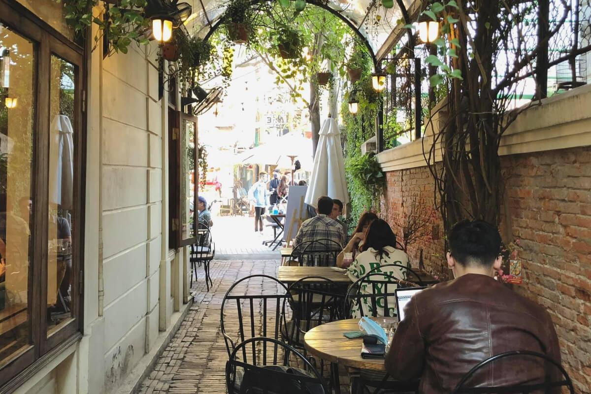 ハノイの24時間カフェ&ビストロ「Xofa cefe」
