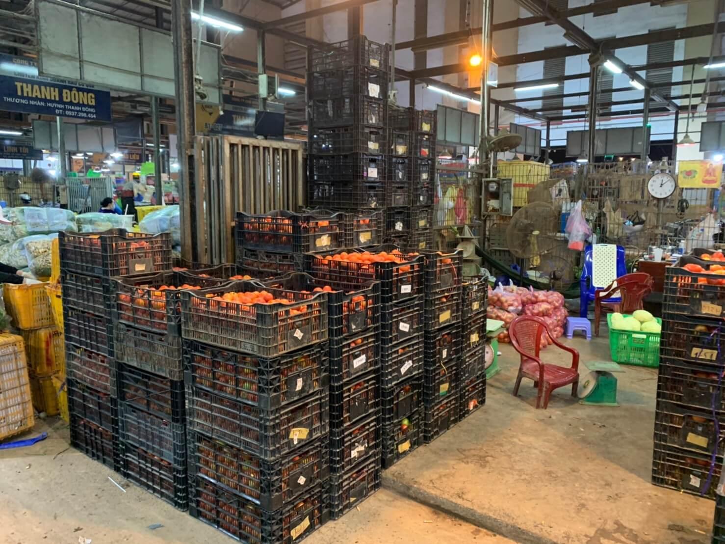 ビィンディエン市場トマト