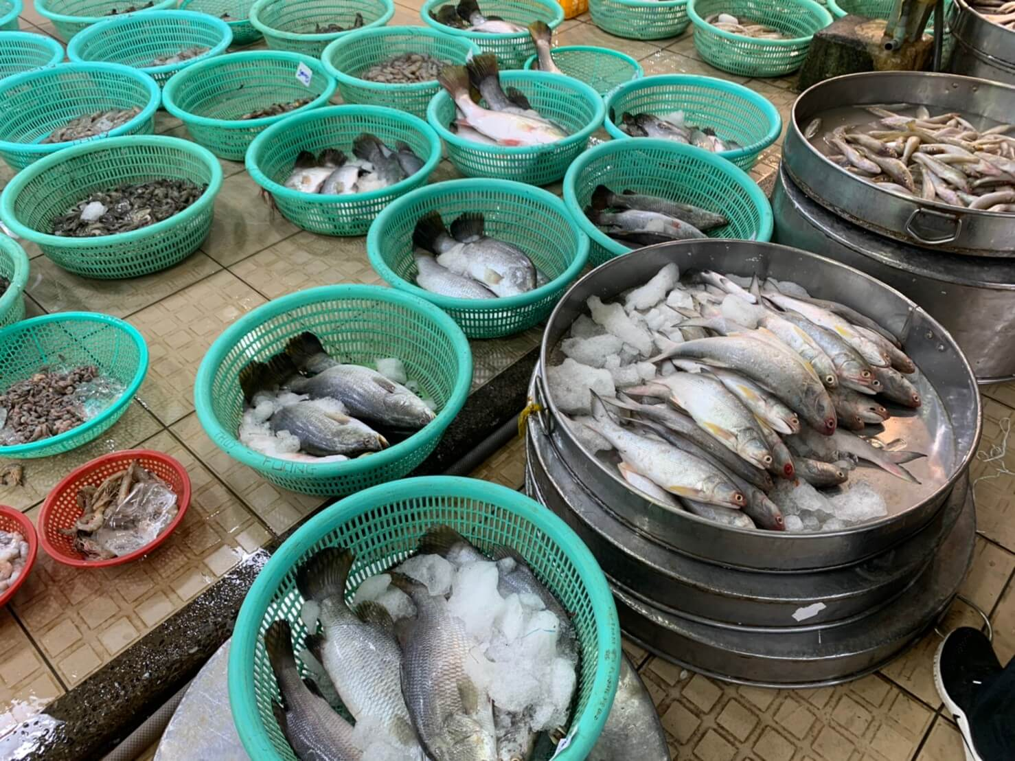 ビンディエン市場 魚