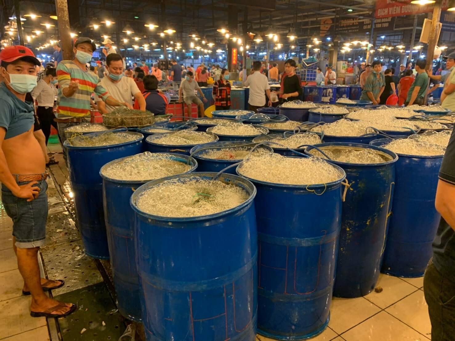 ホーチミンの卸売市場ビンディエン市場