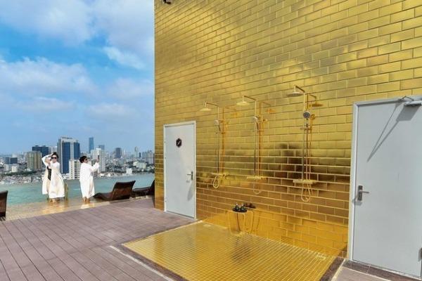 世界初:金メッキのホテル、ハノイにオープン