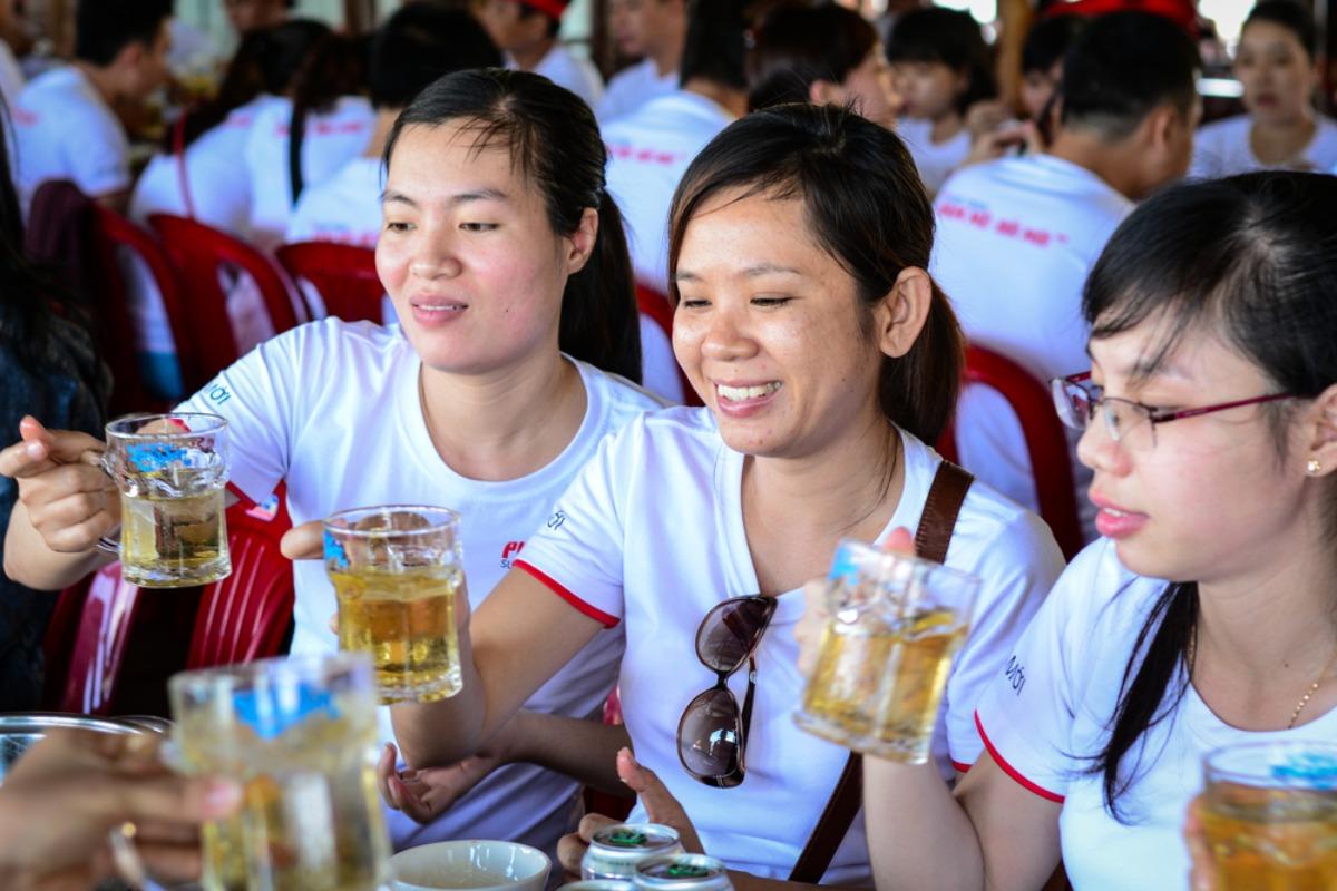 飲酒強要で最大罰金300万ドン、飲酒規制強化 11月15日から