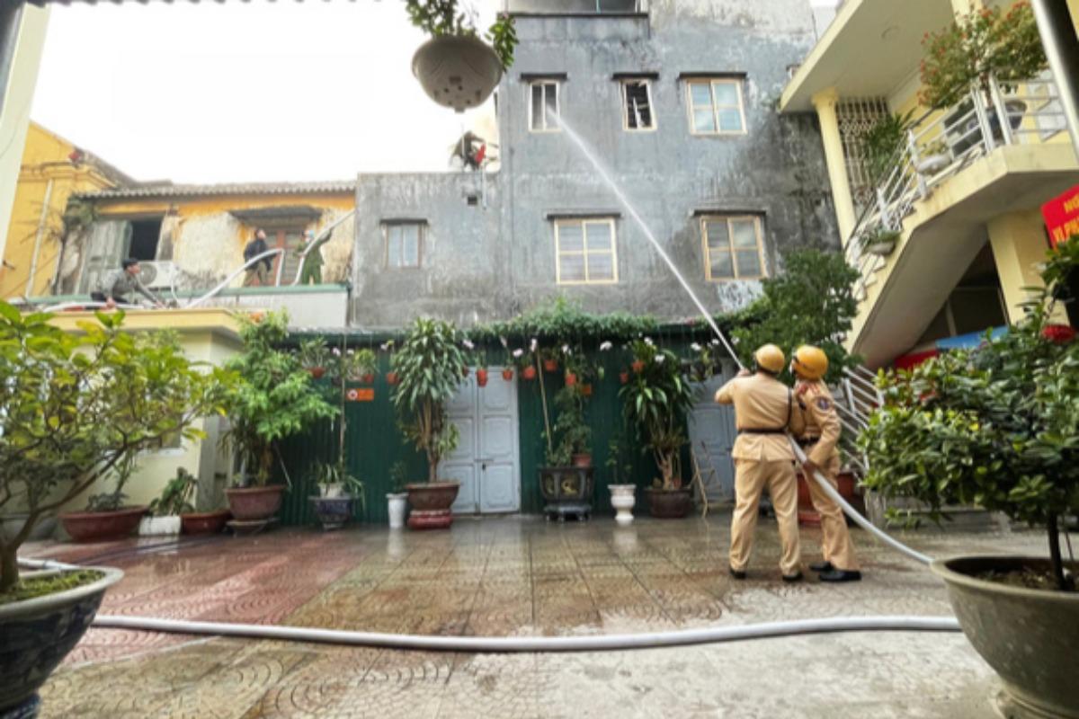 ハイフォンで火災、高齢女性を救出したのは交通警察