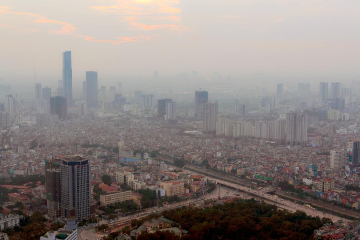 早朝と夕方は外出自粛を、ハノイで大気汚染深刻化